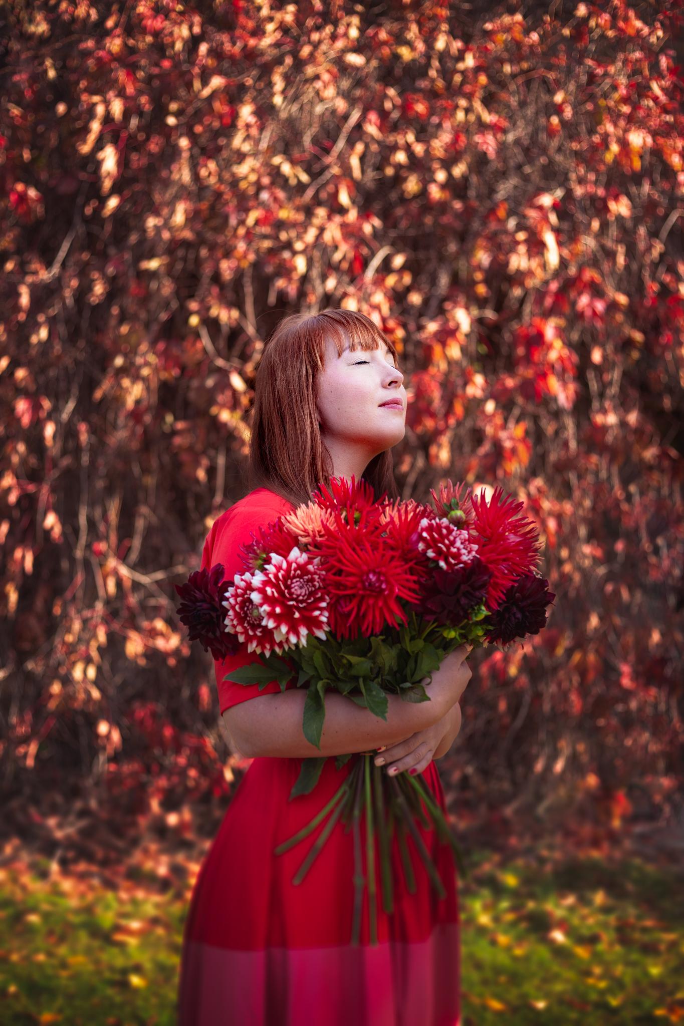 Rudens fotosesija rudens lapās. Fotogrāfs: Linda Dambeniece-Migliniece